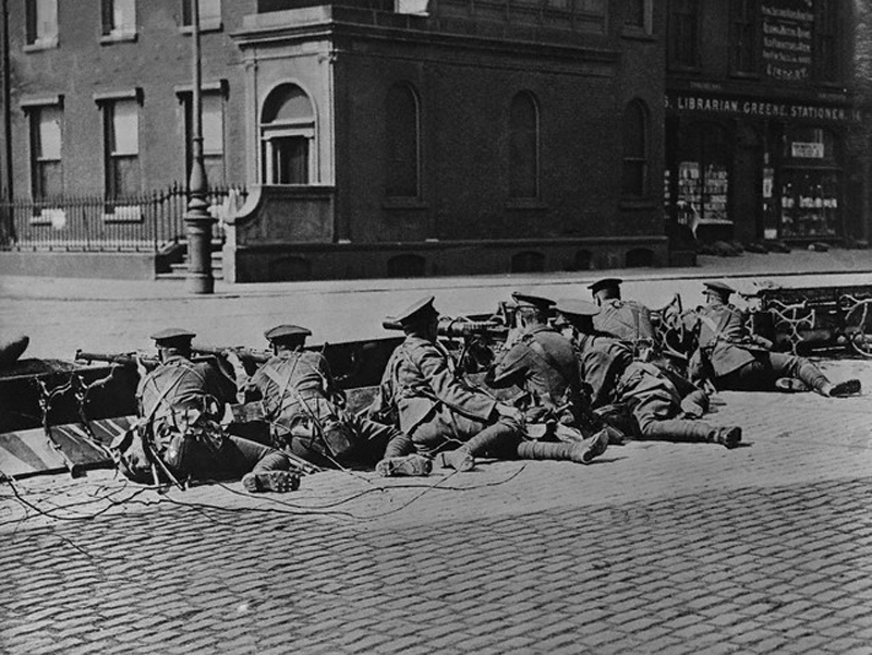 "1916, Dublin, Ireland, UK --- British Troops Seal-Off Dublin Streets during""Troubles"" --- Image by © Bettmann/CORBIS"
